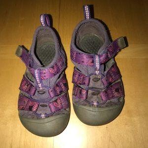 👧🏼 Toddler Purple Ladybug Keens